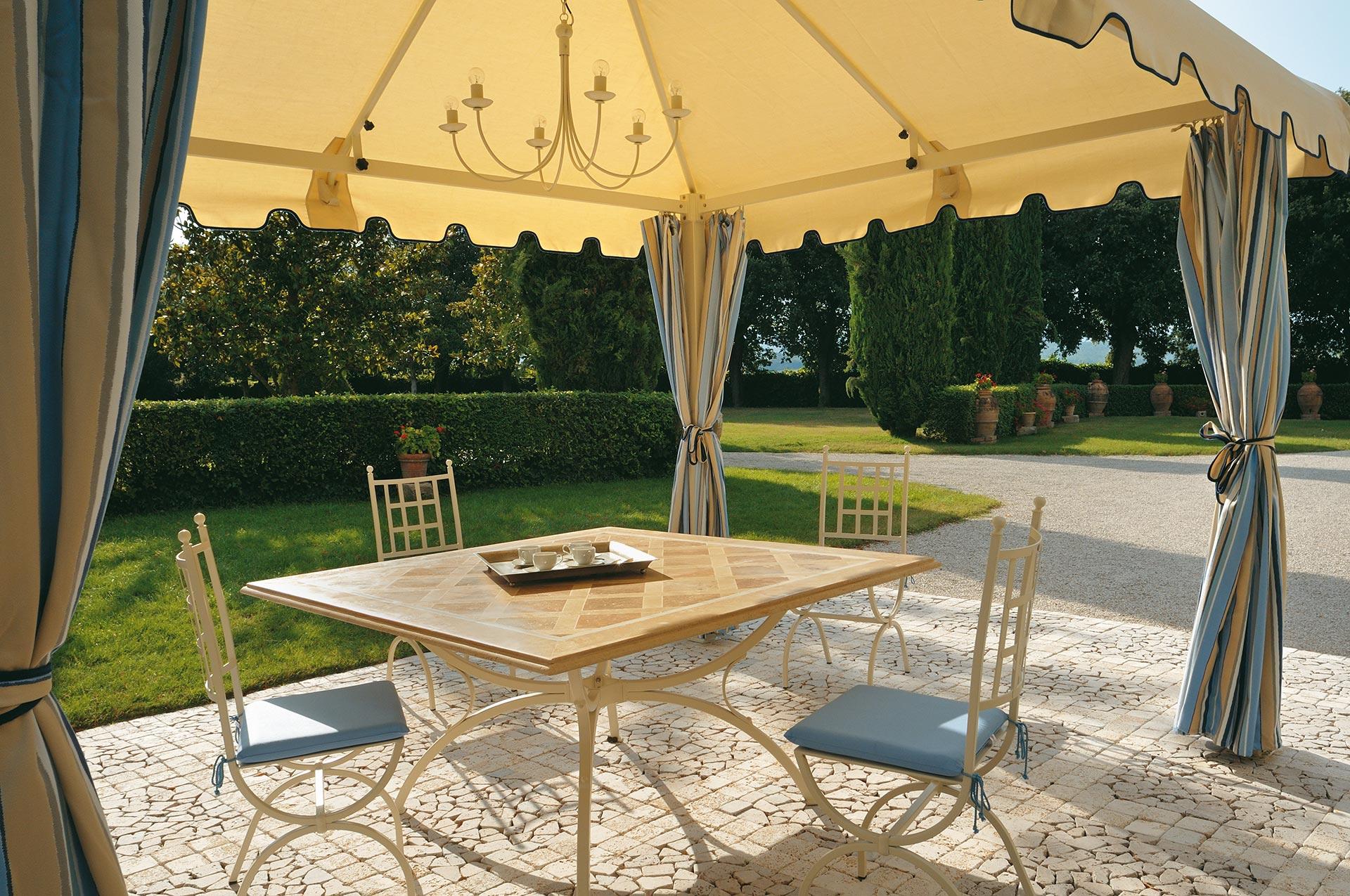 tavolo Impero con piano in travertino Giorgione, sedia Giuditta