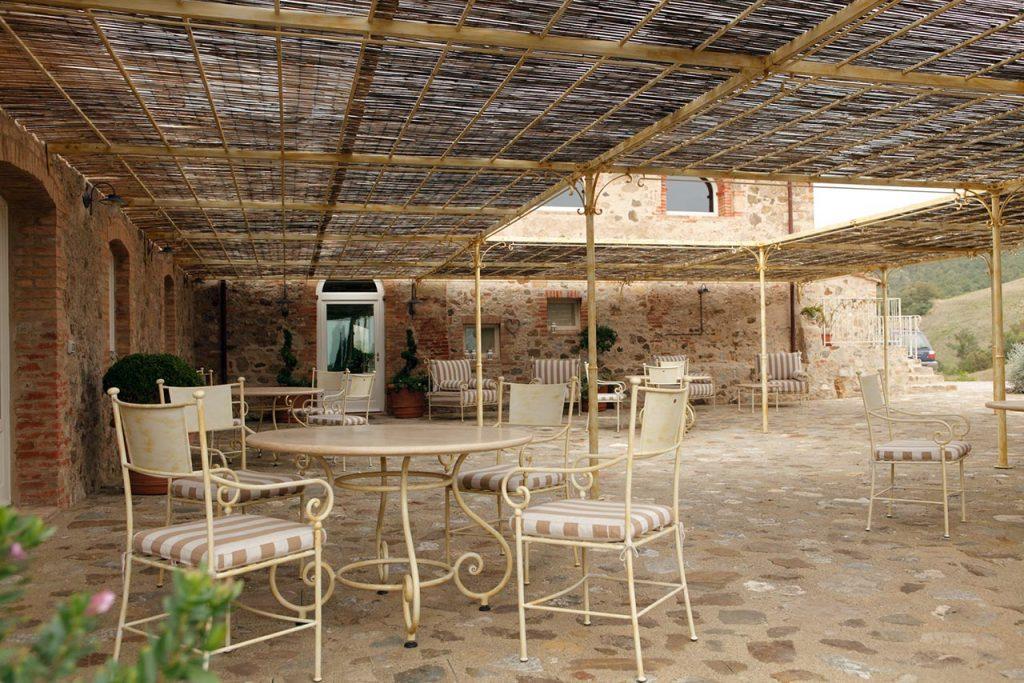 Pergola e arredo esterno per Dimora Santa Margherita